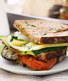 Sanduíche de legumes com queijo da Ilha