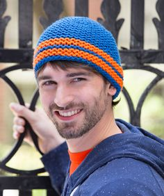 Learn how to knit a hat with this easy knit hat pattern. This Comfy Cozy Hat works great as a first big knitting project for beginner knitters looking to get their needles going. Easy Knit Hat, Knit Hat For Men, Hats For Men, Knitted Hats, Knit Beanie, Knitting Designs, Knitting Patterns Free, Free Knitting, Free Pattern