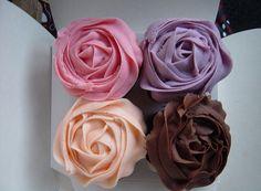 Yummy delicious Cupcakes uploaded by Pretty Cupcakes, Sweet Cupcakes, Flower Cupcakes, Cupcake Cookies, Wedding Cupcakes, Cupcakes Lindos, Cupcake Photos, Diy Food, Food Ideas