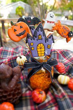 Casa Halloween, Kawaii Halloween, Halloween Baking, Halloween Desserts, Halloween Cupcakes, Halloween Treats, Halloween Biscuits, Fall Cookies, Cute Cookies