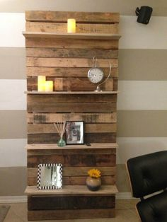 Pallet Shelves Projects This creative use pallet bookshelf is ideal for your living room in which you can keep many decoration pieces. You can also add some color for displaying it which stands with the wall. This will be th (Diy Pallet Bookshelf) - Wooden Pallet Shelves, Wood Pallet Furniture, Wooden Pallets, Wooden Diy, Diy Furniture, Recycled Pallets, Pallet Wood, Diy Wood, Rustic Furniture