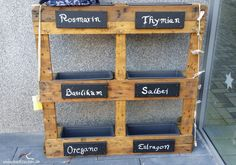 DIY herb bed from Euro pallets - a hint of Mediterranean fla .- DIY herb bed made of Euro pallets – a hint of Mediterranean flair Herb Garden Pallet, Pallet Garden Furniture, Diy Herb Garden, Pallets Garden, Euro Pallets, Old Pallets, Diy Garden Projects, Pallet Projects, Diy Pallet