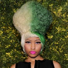 #NickiMinaj #Hair Green and White