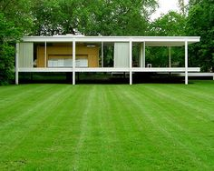 Ludwig Mies Van Der Rohe, Farnsworth House, Walter Gropius, Architecture Images, Amazing Architecture, Villa, Mid Century House, Glass House, Illinois