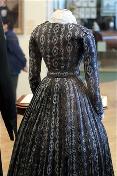 I would so wear this! Civil War Fashion, 1800s Fashion, Edwardian Fashion, Vintage Fashion, Historical Costume, Historical Clothing, Victorian Gown, Victorian Blouse, Civil War Dress