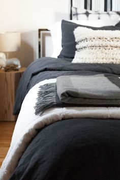 Until we're ready for a full renovation, we did a gender neutral bedroom refresh with /parachutehome/! We chose coal grey linen bedding with a white linen quilt and cashmere throw for layered his and hers style. See the full recap on http://Jojotastic.com #MyPara