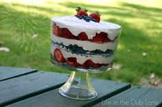 I will be making this for my 4th of July party!          Life in the Dub Lane: Mama Dubs Strawberry Cream 4th of July Dessert