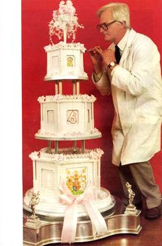 Fergie and Andrews wedding cake