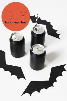 Skal du måske holde Halloween-fest, eller pynte op, så kan du finde en god idé her! Mal nogle sodavanddåser sorte, tag et stykke sort karton, print skabelonen (finder du nederst i indlægget), klip flagermusvingerne ud og lim dem fast på din malede dåse. Så har du den festligste drink, og så kan Halloween festen ikke …