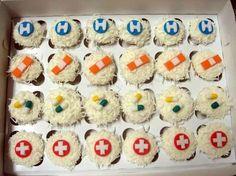 Sweetaprils: Nursing School Graduation Party Ideas {From Sweets Indeed and… Nurse Grad Parties, Nurse Party, Nursing School Graduation, School Parties, Graduate School, Graduation Ideas, Np School, Medical School, School Cupcakes