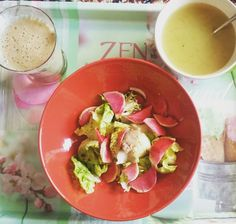 Healthy lunch/ soupe d algue/ smoothie pomme kiwi banane /salade readks chinois