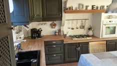 CUISINE Rustique relookée Rustic Kitchen, Kitchen Dining, Kitchen Cabinets, Kitchen Modern, Home Staging Cuisine, Grey Houses, Grey Bathrooms, Home Projects, Sweet Home