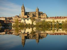 Salamanca, belleza y cultura. Posee los dos títulos más importantes que una ciudad  pueda desearr:  Ciudad Europea de la Cultura y Ciudad Patrimonio de la Humanidad.