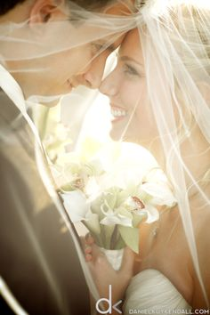 I don't know how I feel about veils yet, but if I choose to have one I want a picture like this.