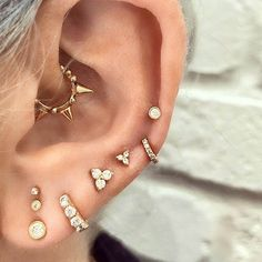 20 Gorgeous Daith Piercings That Will Make You Book An Appointment ASAP - Thinking about getting a daith ear piercing? We've collated 20 inspirational images that will have you booking your appointment ASAP. Tiny Earrings, Bar Stud Earrings, Sapphire Earrings, Heart Earrings, Crystal Earrings, Daith Piercing Jewelry, Body Piercing, Piercing Chart, Cute Ear Piercings