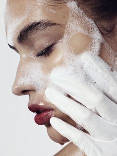 Essential Face skin care routine number it is a awesome track to provide regular care for your facial skin. Regular natural skin care regimen routine of face care. Beauty Care, Beauty Skin, Beauty Hacks, Hair Beauty, Brown Haired Girl, Diy Cosmetic, Mascara Hacks, Haut Routine, Skin Routine