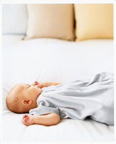 Sweet Lullaby Songs for Baby: Whether in the womb, the delivery room, or during baby's first weeks, these lullaby albums are perfect for mom and baby time. #sing #baby #mommyme