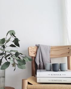 Instagram is such a great source of inspiration when it comes to interiors! They are a few accounts that never fail to inspire me. One of them is curated by Tessa Hop, a mom of 3, living in the Netherlands. I love Tessa's simple style, her use of muted colors and her laid back style....
