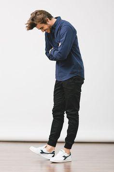 ジョガーパンツ,青シャツメンズファッション着こなしコーデ