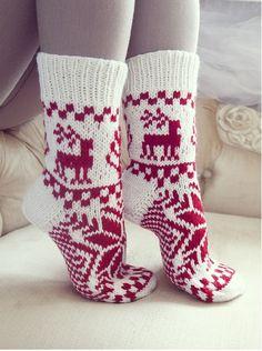 Crochet Gloves Pattern, Crochet Socks, Knitted Slippers, Wool Socks, Knit Mittens, Knitting Socks, Crochet Yarn, Knitting Projects, Knitting Patterns