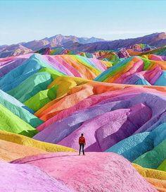 """26.1 mil Me gusta, 82 comentarios - University Art 🌟 (@artistuniversity) en Instagram: """"Tag a friend Rainbow Desert 🌈🗻 By @space.ram . Follow @artistuniversity . Shared by @jd_tech_art"""""""