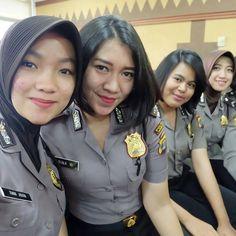 Female Cop, Police, Army, Woman, Fashion, Military Women, Gallows, Gi Joe, Moda