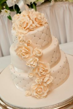 icing flowered cake with some bling