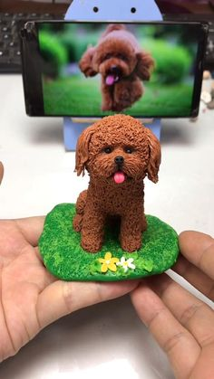 Another simple DIY craft that I highly recommended-Plasticine Doggie. Amazing gift for your kidds and it's just so funny to try it yourself. Polymer Clay Disney, Polymer Clay Figures, Polymer Clay Dolls, Polymer Clay Miniatures, Clay Art Projects, Polymer Clay Projects, Diy Clay, Quilled Creations, Clay Creations