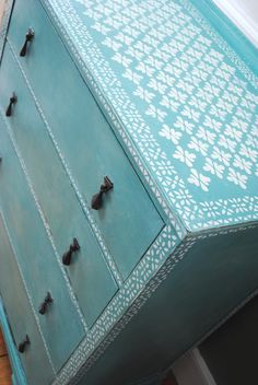 Annie Sloan Chalk Paint™ in gorgeous Provence, with the Agra and the Rajasthan Border stencils.  nicolettetabram.co.uk  #stencils #anniesloan #chalkpaint