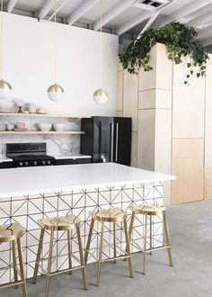 black and white kitchen with gold counter stools via /citysage/