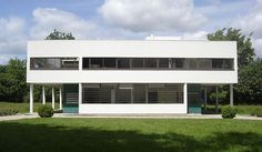 international style architecture- the 5 points: Supports, free facade, horizontal windows, roof gardens.
