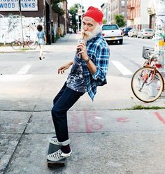 male chars, old dude, hipster, skateboard, photo Poses, Look Skater, Foto Picture, Tokyo Street Fashion, Skate Style, Skate Surf, Young At Heart, Longboarding, Snowboards