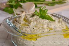 pesto di melanzane e caprino, una salsa per pasta, bruschette, carni, preparata con melanzane cotte al forno, caprino, aglio, menta.