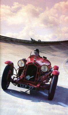 frenchcurious:  Alfa Romeo 8C Monza 1931 (8 cylindres / 2556 cm3 / 180-200 ch. / 225 Kmh) - L'Automobile août 1988.