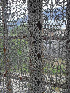 https://i.pinimg.com/236x/60/c3/7d/60c37dd49380c81b5f48470629c86cd0--french-doors-curtain-inspiration.jpg