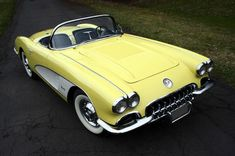 Vintage Trucks Example of Panama Yellow paint on a 1958 GM Corvette 1958 Corvette, Corvette Zr1, Chevrolet Corvette, Classic Sports Cars, Classic Cars, Classic Auto, Yellow Corvette, Classic Chevy Trucks, Us Cars