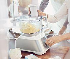 109,00 € S 1 000 wattmi, 2-mi rýchlostnými stupňami, pulzovým stupňom a až 2 500 ot./min. je tento univerzálny kuchynský robot vysokovýkonnou kuchynskou pomôckou, ktorá nesmie chýbať v žiadnej domácnosti!