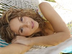 The Colombian, chart topping-beauty Shakira. Colombian People, Colombian Women, Shakira Images, Shakira Hips, Beautiful People, Beautiful Women, Relax, Latin Women, Celebrity Wallpapers
