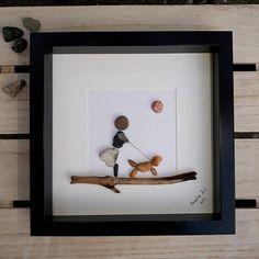 Beste vriend - een perfecte persoonlijke cadeau voor hondeneigenaren die ze zeker niet zal van iemand anders krijgen. Het is een must voor dierlijke fans. ✿ Handgemaakte pebble fotos uit Zuid-Devon, Verenigd Koninkrijk ✿ wordt geleverd met zwart of wit frame ca. 25 x 25 cm. wordt