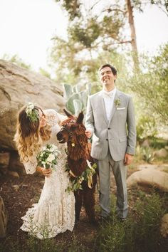 This fun-loving couple had an alpaca photo booth! | Image by The Shalom Imaginative