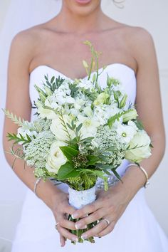 Fresh green & white bouquet | SouthBound Bride | http://www.southboundbride.com/classic-wedding-with-a-twist-at-daria-by-the-picturess | Credit: The Picturess