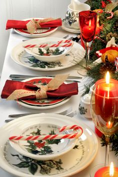 Get the perfect Christmas table setting with the Holly and the Ivy Portmeirion collection. #HollyandtheIvy #Christmas #Christmas2016 #Portmeirion #Table