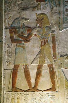https://flic.kr/p/9qA7DG   Templo de Sethi I en Abidos , segunda sala hipóstila , pared de las capillas. Abydos , Seti I