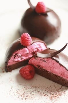 chocolate cake and raspberry mousse// lovely//