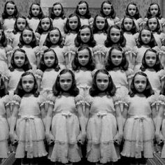 """Come play with us, Danny. Multiples of """"The Shining"""" twins! Diy Halloween Decorations, Halloween Diy, Halloween Photos, Images Terrifiantes, Comic Cat, The Shining Twins, Look Dark, Creepy Pictures, Funny Pictures"""