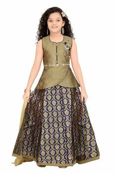 Brocade skirt and tulip detail for blouse hem Frocks For Girls, Kids Frocks, Gowns For Girls, Little Girl Dresses, Long Frocks For Kids, Girls Dresses, Kids Lehenga Choli, Lehenga Blouse, Lehenga Choli Designs