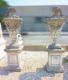 "Pair of finials ""Cordellina"" carved in Vicenza stone, finely decorated with flowers and baroque embroidery 