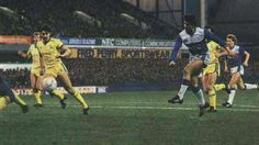 Everton 3 Sheffield Wed 1 in Dec 1985 at Goodison Park. 2 goal hero Gary Lineker scores #Div1