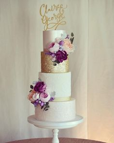 This Beautiful four tier blush wedding cake with gold accents and deep red flowers is perfect for autumn wedding - Choosing a wedding cake may seem like