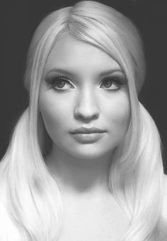 """mermaid-wishing: """"trash-cola: """"Emily Browning in Sucker Punch """" it makes me so happy that this isn't edited like look at her she doesn't have 'flawless' skin and it's okay she's still beautiful. Pretty People, Beautiful People, Beautiful Women, Gorgeous Girl, Emily Browning, Sucker Punch, Portraits, Hollywood, Female Actresses"""